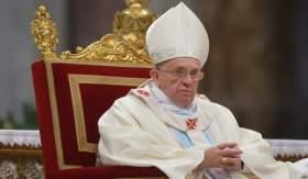 تنحية كبير الأساقفة انتقد البابا حول موقفه من الشذوذ