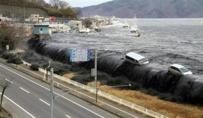 تسونامي يضرب اليابان بعد زلزال عنيف في عرض البحر