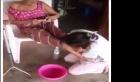 بالفيديو: شابة تغسل قدمي أمها المريضة بالدموع