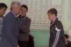 بالفيديو .. ردة فعل تلميذ أراد استاذه أن يضربه