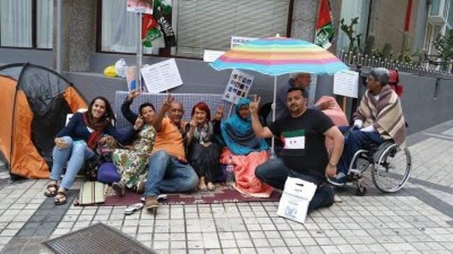 """جبهة """"البوليساريو"""" تجبر مواطنة صحراوية على الاعتصام ضد المغرب رغم أمراضها المزمنة"""