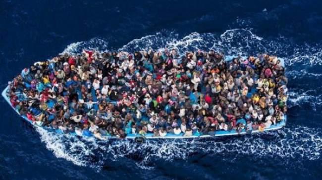 تونس تنقذ 350 مهاجرا كانوا يبحرون من ليبيا باتجاه ايطاليا