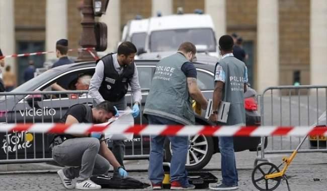 سيارة تحاول اقتحام منطقة سباق دراجات في فرنسا والشرطة تطلق عليها النار