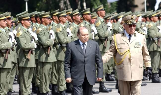 بوتفليقة يستدعي الجيش لثالث مرة لمواجهة الاحتجاجات الشعبية