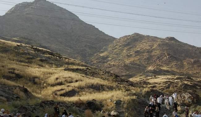 بالصور.. إنهيار جبل بمكة يخلف عدد من الإصابات