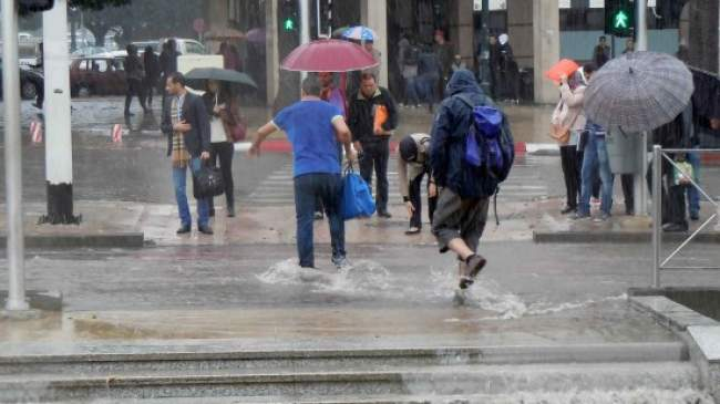 مديرية الأرصاد تتوقع نزول أمطار في بعض المناطق المغربية اليوم الجمعة