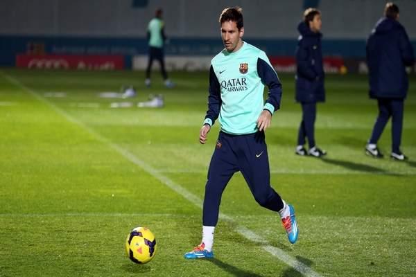 ميسي يعود لتداريب برشلونة قبل خمسة أيام من مواجهة الريال