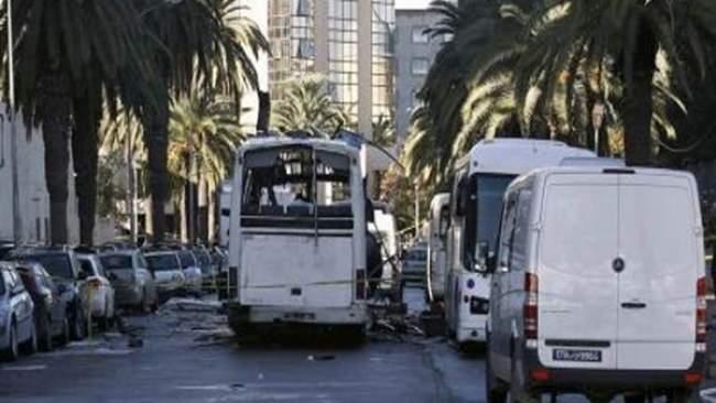 تونس تعلن تحديد هوية الانتحاري مفجر الحافلة واعتقال 30 شخصا