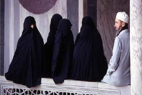 دراسة بريطانية: تعدد الزوجات يطيل عمر الرجل