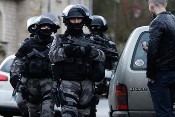 إطلاق النار على رجل حاول دهس عسكريين أمام مسجد في جنوب فرنسا