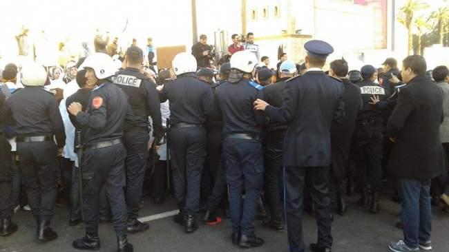 """الطلبة الأساتذة يصعدون الاحتجاج ويخرجون في مسيرة بالبيضاء """"لإسقاط المرسومين"""""""
