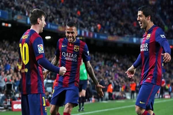 تتويج برشلونة كأفضل فريق في عام 2015