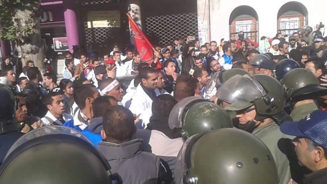 بالصور.. أساتذة متدربين بالقنيطرة يخرجون في مسيرة جديدة وسط استنفار أمني