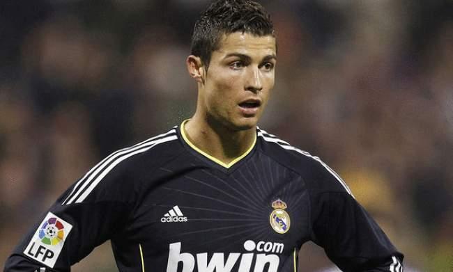 البرتغالي كريستيانو رونالدو يؤكد بقاءه مع ريال مدريد عامين آخرين