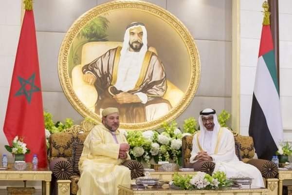 الملك يجري مباحثات بأبوظبي مع الشيخ محمد بن زايد آل نهيان