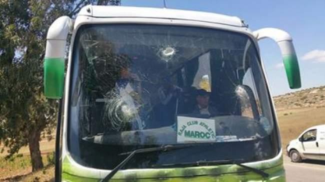 صور..حافلة الرجاء البيضاوي تتعرض للإعتداء بأسفي