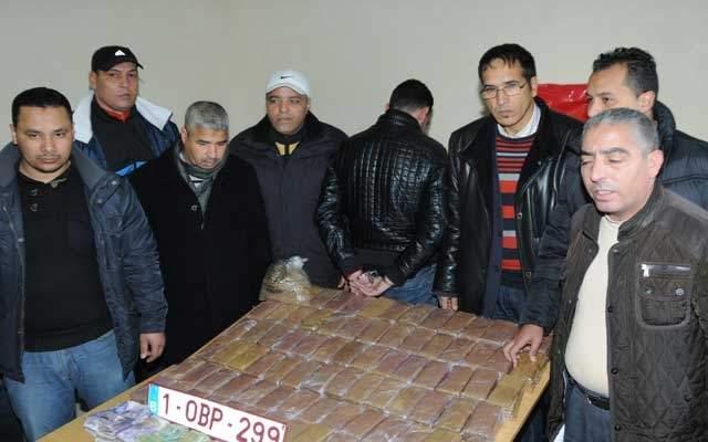 """أمن البيضاء يعتقل 3 أشخاص بـ""""ولاد زيان"""" و يحجز 30 كلغ من الشيرا"""