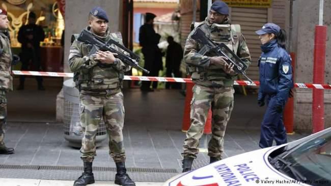 """فرنسا تكشف عدد المقاتلين الأجانب في """"داعش"""" وتحذر المغرب وتونس"""