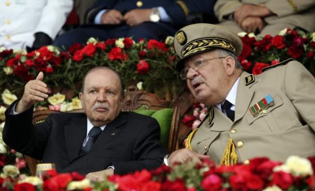 بوتفليقة المقعد يعفي كبار ضباط وقادة الجيش الجزائري