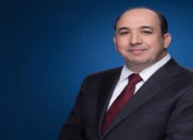 الإعلامي المغربي بالجزيرة عبد الصمد يشارك صورة الملك وهو يقبل رأس اليوسفي
