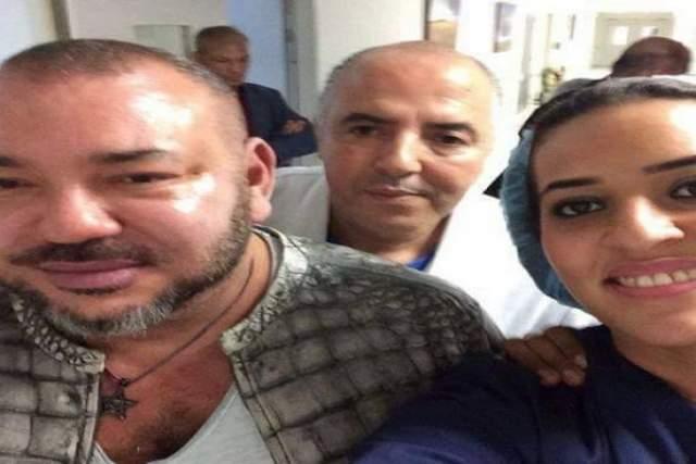 """صورة.. الـ""""سيلفي"""" الذي أثار إعجاب المغاربة خلال زيارة الملك لليوسفي بالمستشفى"""