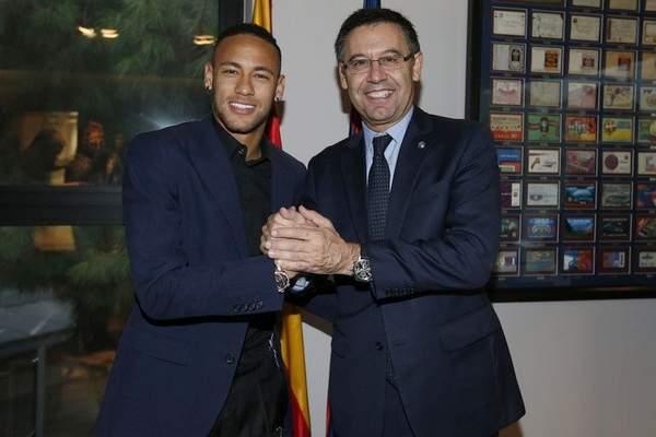 رسميا.. برشلونة يجدد عقد نيمار إلى عام 2021