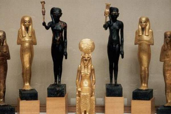 مصر تستعيد أربع قطع أثرية فرعونية كانت مهربة داخل الولايات المتحدة