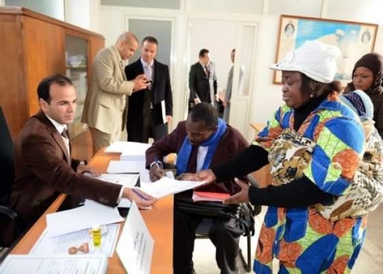المغرب يستمر في إدماج المهاجرين غير الشرعيين.. والجزائر تطردهم