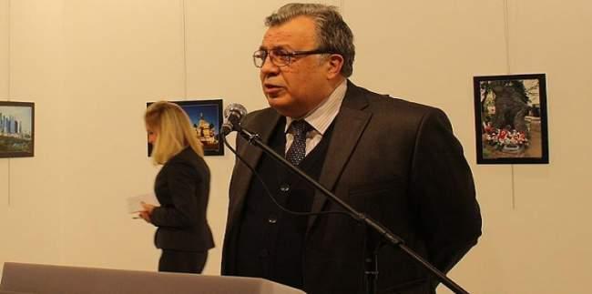 اغتيال السفير الروسي لدى تركيا إثر تعرضه لهجوم مسلح