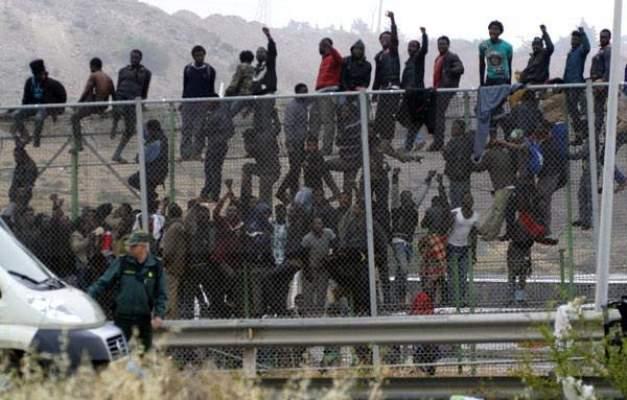 """جزائريون يحتجون ضد """"التمييز"""" في سبتة المحتلة"""