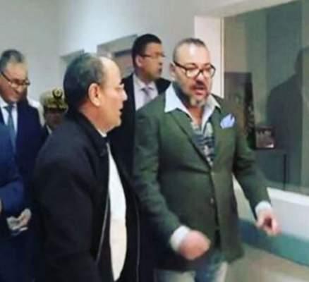 صور جديدة للملك في مستشفى مراكش بلباس غير رسمي