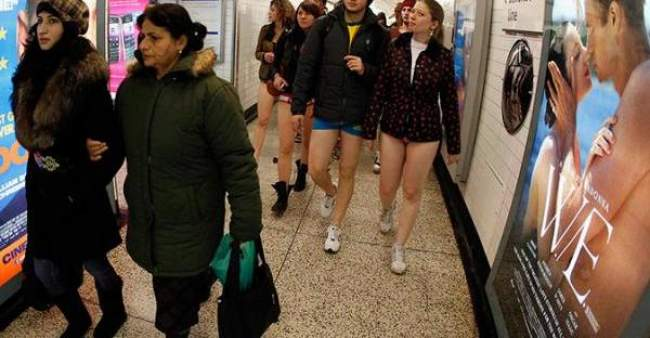 """""""في المترو بدون سروال""""..أغرب مهرجان في لندن (فيديو)"""