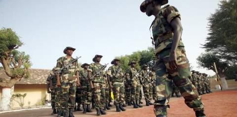 القوات السنغالية تدخل الى غامبيا