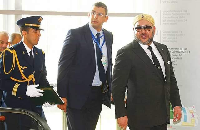 الضغوطات التي دفعت محمد السادس لتدخين سيجارة بمقر الاتحاد الافريقي !
