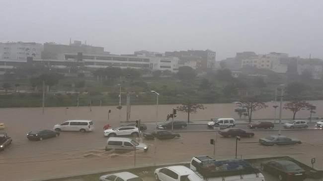 صور.. السيول تغرق الرباط و سلا وهلع يسود الساكنة بسبب الأمطار الغزيرة