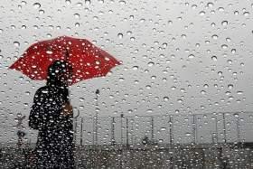 طقس الجمعة: انخفاض في درجات الحرارة مع نزول قطرات مطرية