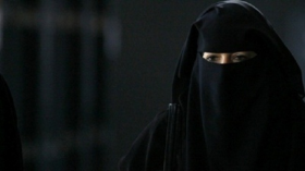 اكتشاف خيانة منقبة لزوجها بسبب عازل طبي في رحمها
