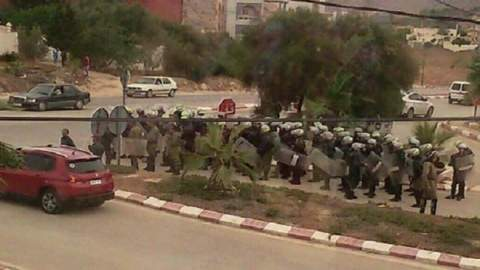 """اعتقالات ومطاردات عند مداخل الحسيمة وفي شوارعها لتفريق مسيرة """"عيد الفطر"""""""