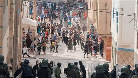 عشرات الإصابات في صفوف المحتجين ورجال الأمن