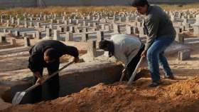 حفار قبور يشعل النار في جسده بسبب إيقاف دفن الموتى في مقبرة سلا