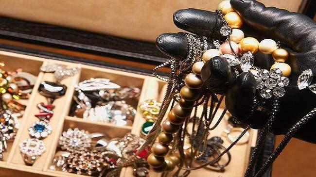 """""""أمن مراكش يوقف خادمة يشتبه في سرقتها لمجوهرات من داخل """"فيلا"""
