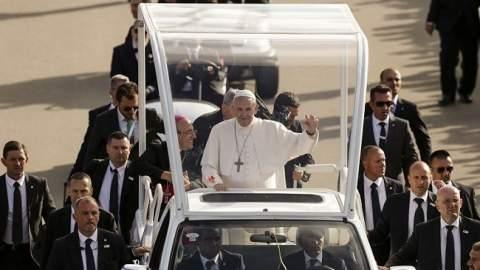 أمن البرتغال يعتقل مغربيا حاول اغتيال بابا الفاتيكان ويرحله إلى المغرب
