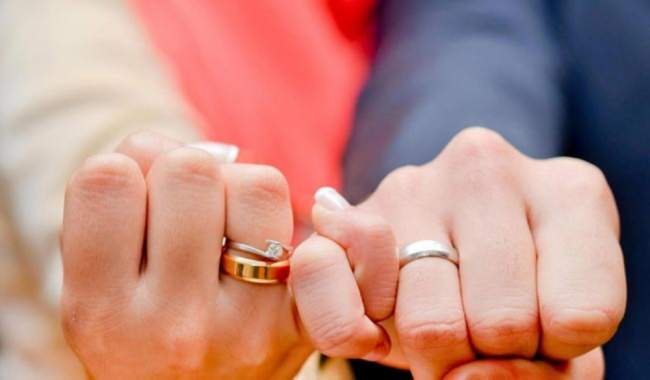 صحف السبت: النساء العدول ممنوعات من عقود الزواج