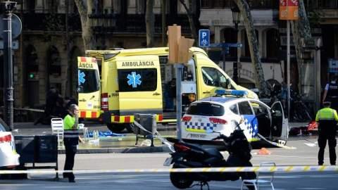 """صور..شاحنة تدهس العشرات في برشلونة والشرطة تصف الحادث بـ""""الارهابي"""""""