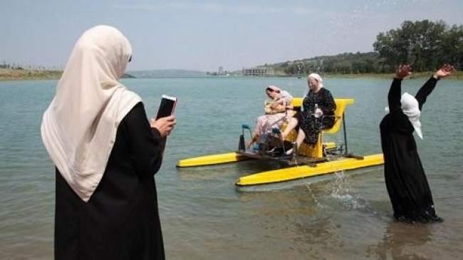 فيديو.. شاهد أول شاطئ للنساء ممنوع على الرجال