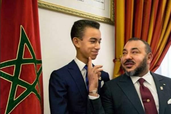 """الأمير مولاي الحسن.. يلبس من """"صمالطو"""" و يهوى أغاني """"الراب"""" و يعشق اللاعب """"ميسي"""""""