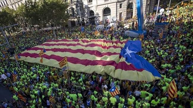 المحكمة الدستورية الإسبانية تعلق قانونا يمهد لانفصال كتالونيا