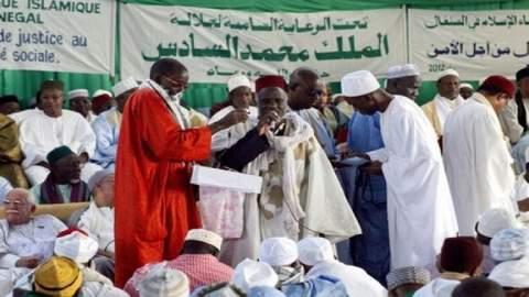 الملك يرسل وفدا هاما لتعزية عائلة التيجانيين بالسنغال ويوجه رسالة للخليفة العام الجديد للطريقة