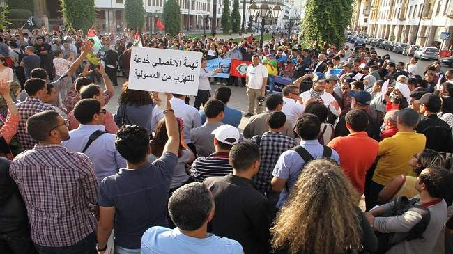 """العشرات يتظاهرون أمام البرلمان من أجل معتقلي """"الحراك"""""""