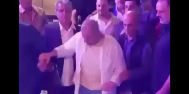فيديو صادم للمطرب جورج وسوف .. مابقاش تايقدر يتمشى بسبب المرض